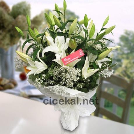 Kokulu Beyaz Lilyumlar
